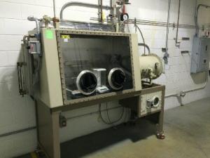 Vacuum Atmospheres 2 Glove Port Isolator